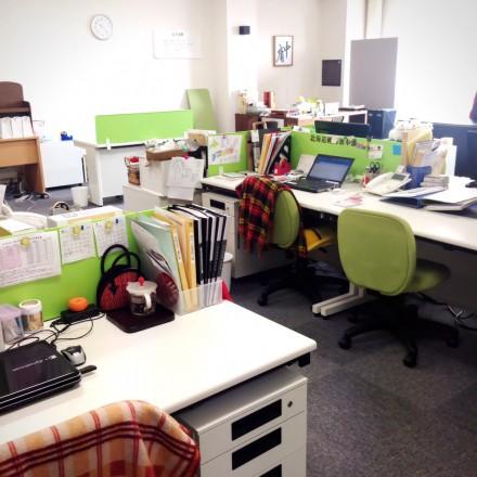 事務所に人がいません!!